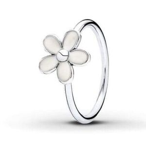 Pandora Size 5 Silver and White Enamel Daisy Ring